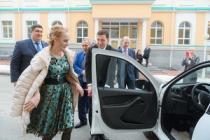 Евгений Куйвашев провел прием передовиков животноводческой отрасли региона, а лучшей доярке вручил ключи от автомобиля